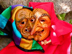 Kleine Masken als Vereinsgeschenk